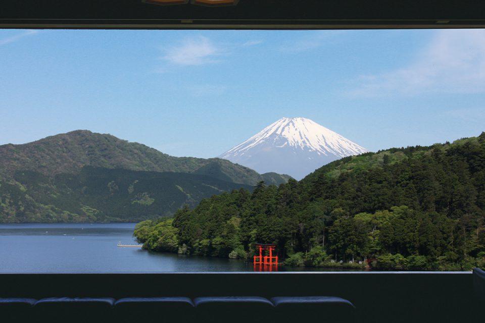 成川美術館からの芦ノ湖と富士山景観