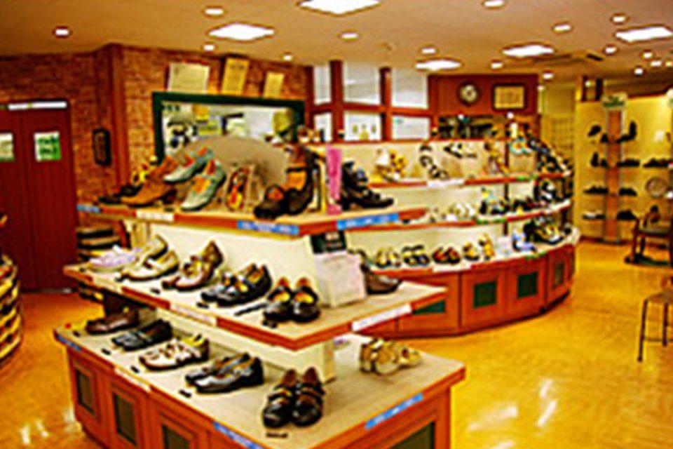 ドイツ足の健康館赤い靴元町本店の内観