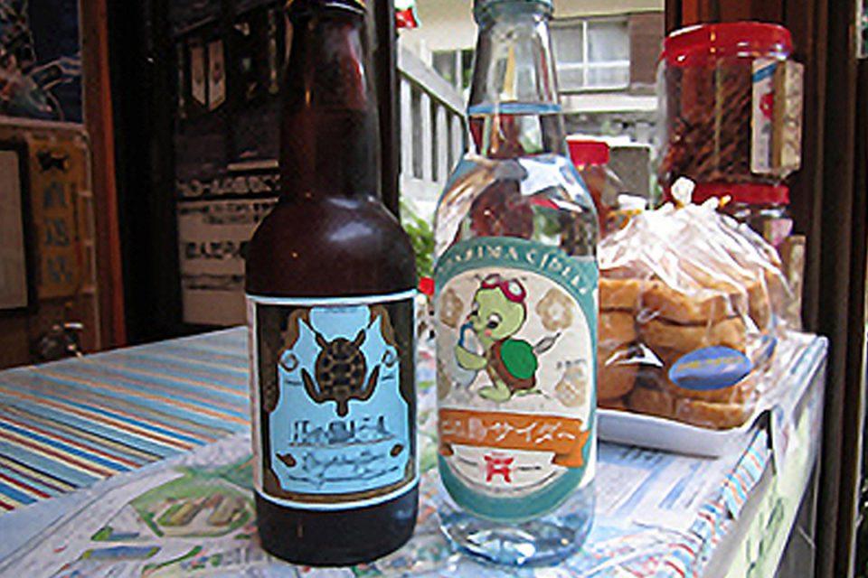 巳待ち横丁の江の島ビールと江の島サイダー