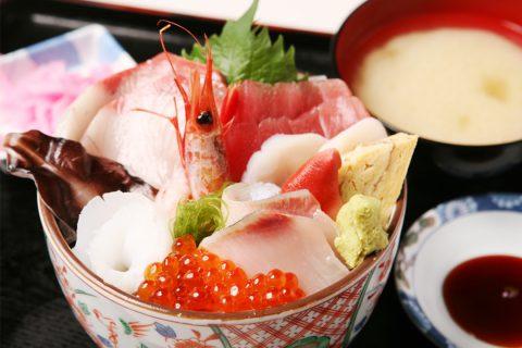 魚市場食堂の海鮮丼