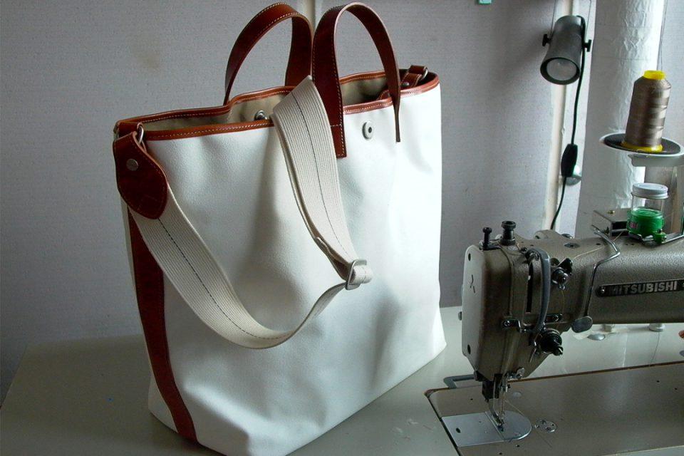 横濱帆布鞄万国橋本店のグランデトートバッグ