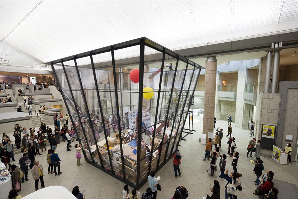 マイケル・ランディ 《アート・ビン》2010/2014 ヨコハマトリエンナーレ2014展示風景 撮影:加藤健 写真提供:横浜トリエンナーレ組織委員会