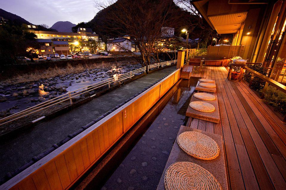 ホテル河鹿荘の足湯