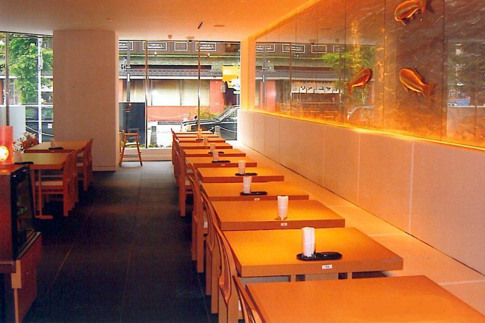 日本料理鯉之助の店内