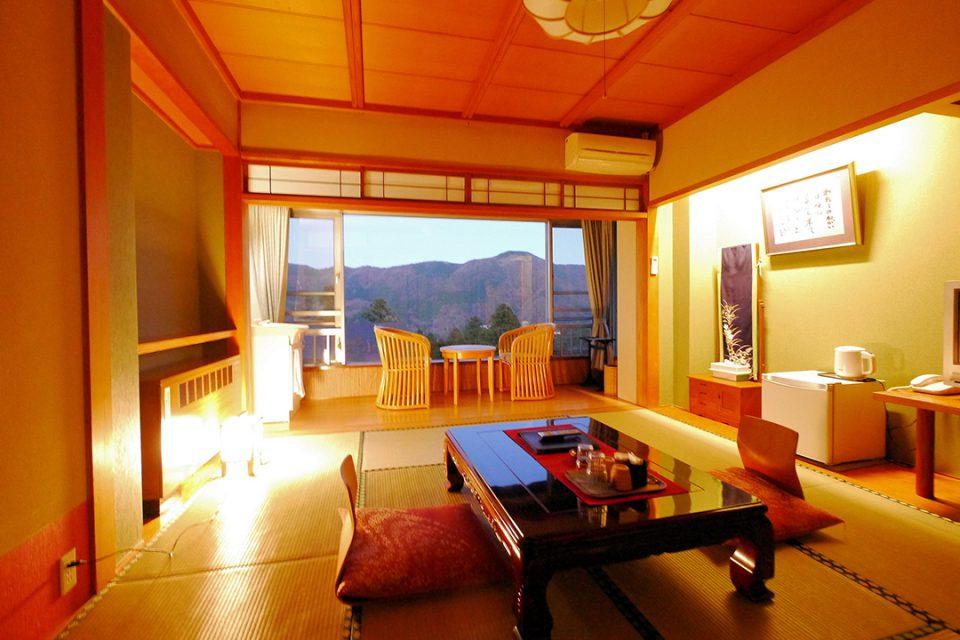 桐谷箱根荘の客室1