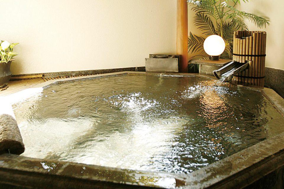 ますとみ旅館の露天八角風呂
