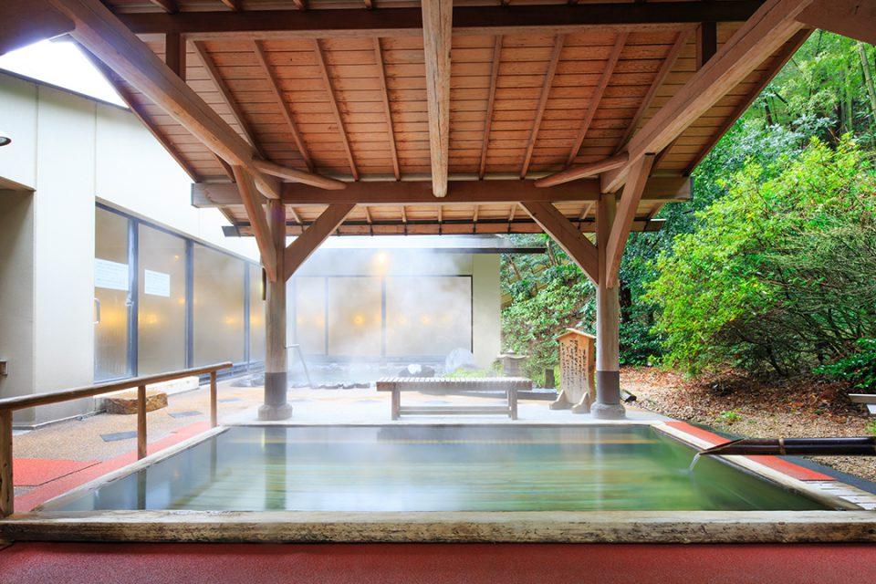 湯本富士屋ホテルの男性露天風呂檜