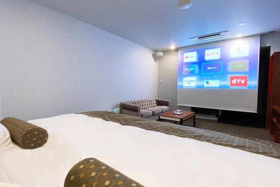 ホテルマイユクール祥月の洋室ミディアムキング32㎡シアタールーム