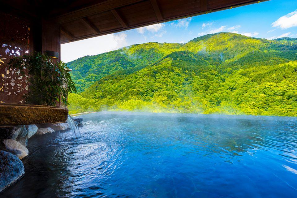 箱根吟遊の山のインフィニティ風呂
