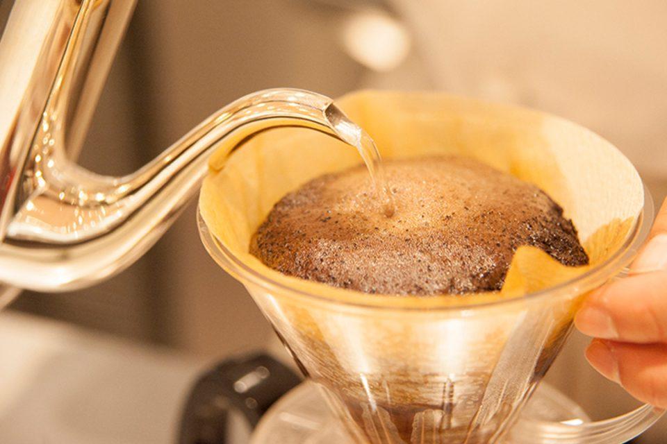 ムーンカフェのハンドドリップで淹れるコーヒー