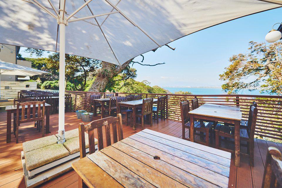カフェマディ江の島のテラス席