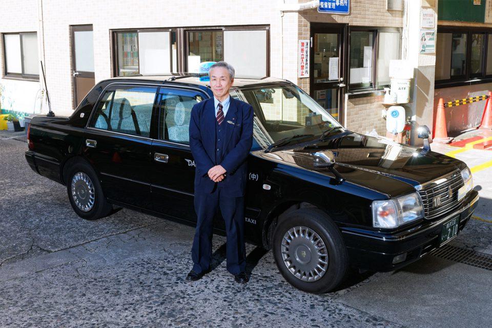 大栄交通のタクシーと運転手1