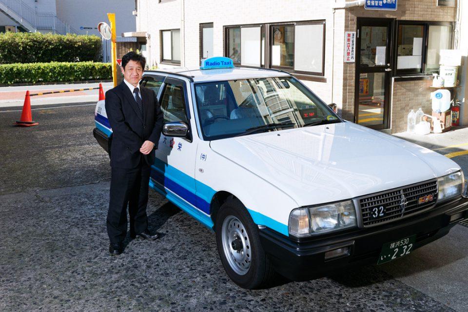 大栄交通のタクシーと運転手2