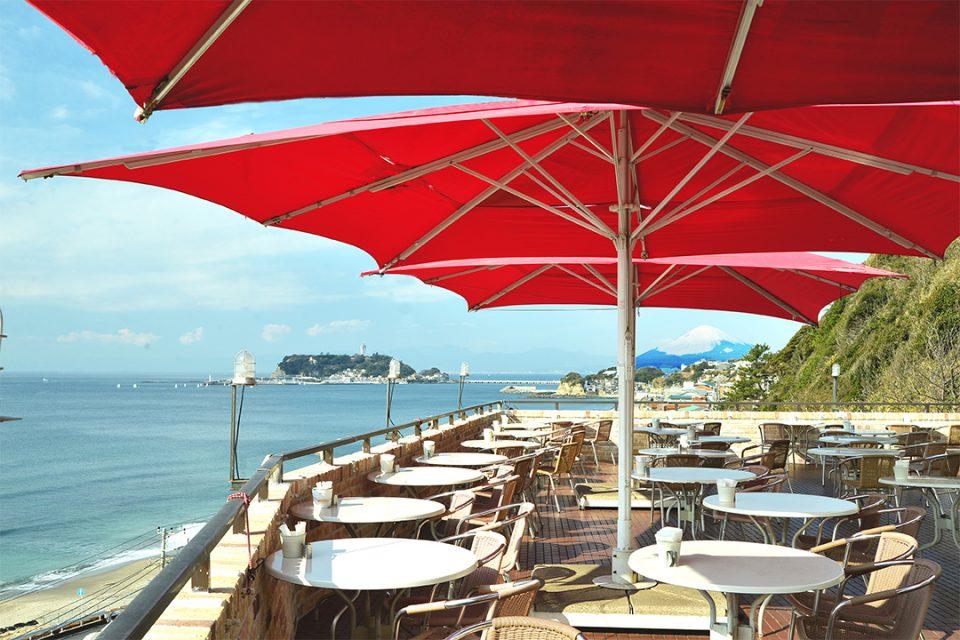 アマルフィデラセーラのテラス席と海
