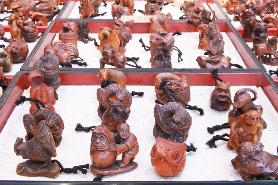 美喜屋獅子舞工房の木彫りの根付