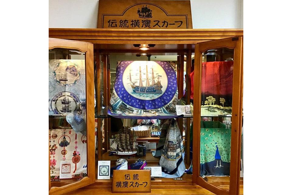 伝統横濱スカーフマルカの店内2