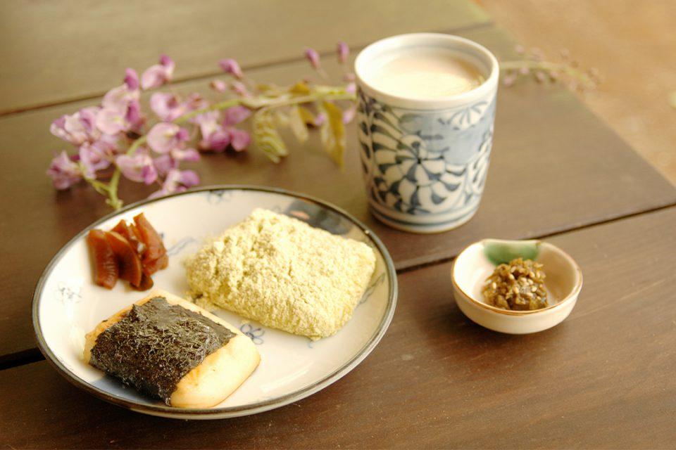 甘酒茶屋の力餅と甘酒