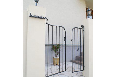 クロコアートファクトリーの門扉