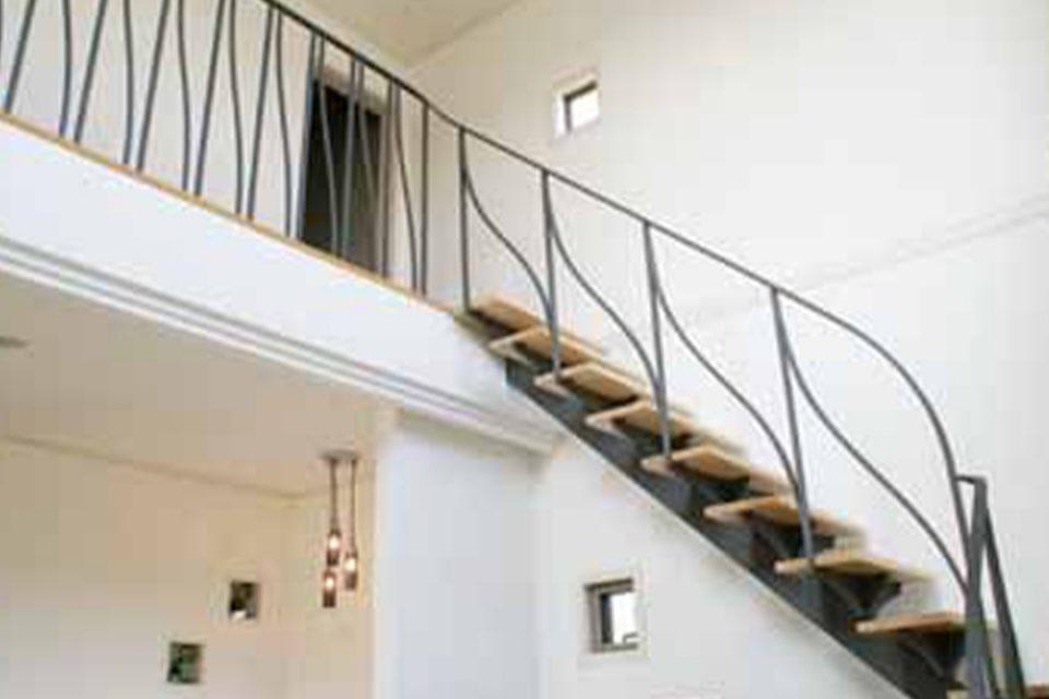 クロコアートファクトリーの階段手すり