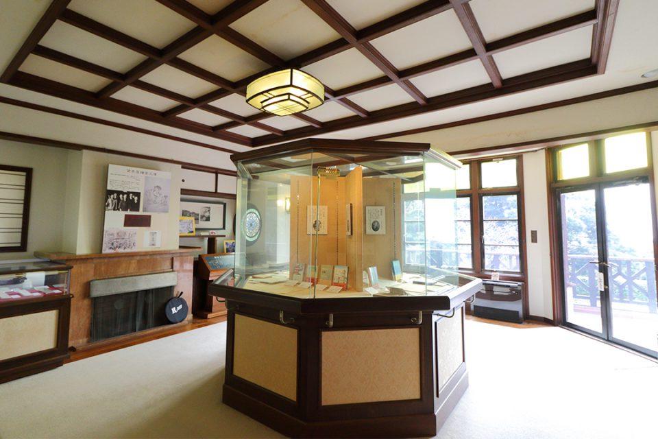 鎌倉文学館の展示室1