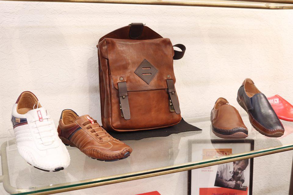 鎌倉靴コマヤ本店のメンズ靴とバッグ