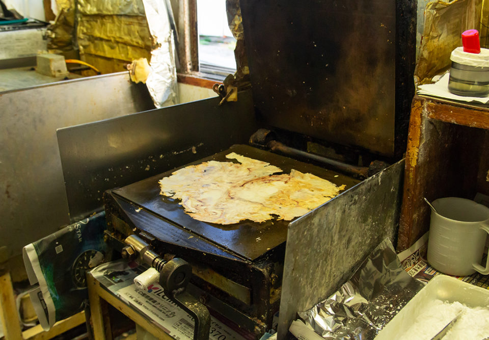 あさひ本店の丸焼きたこせんべいの作り方3