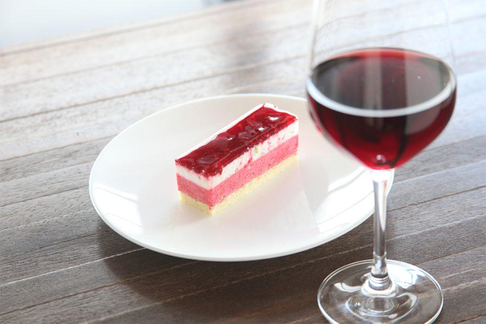 オカシ0467のケーキとワイン