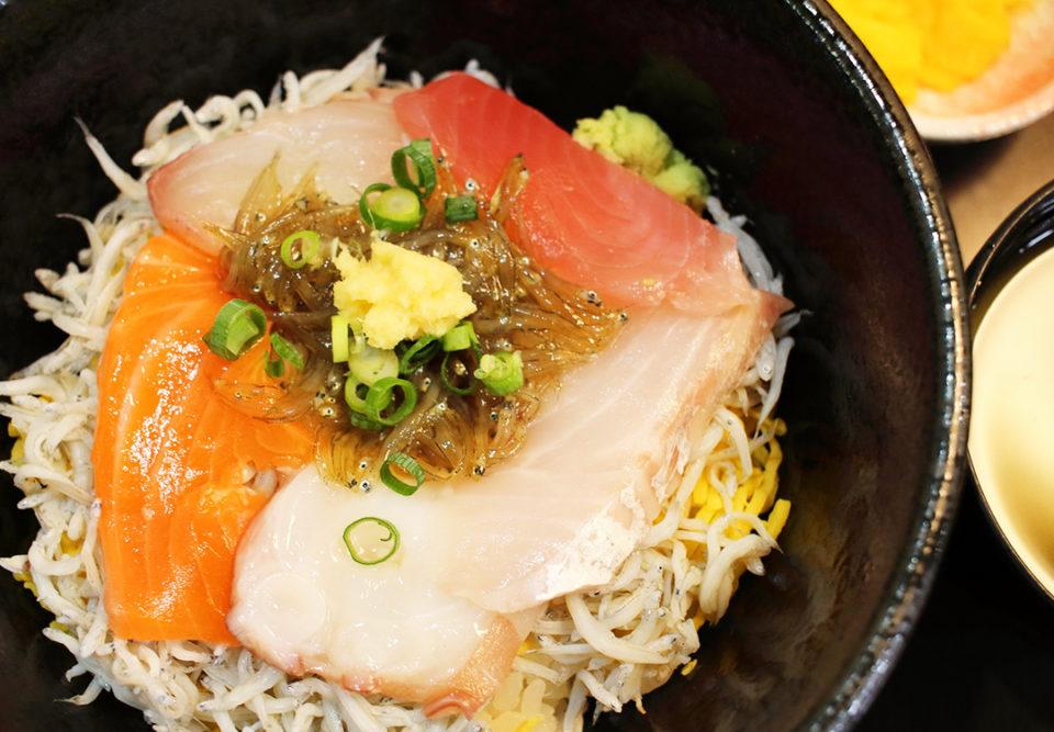 ハルミ食堂の海鮮磯波丼