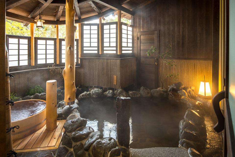 翠雲の大湯処半露天風呂
