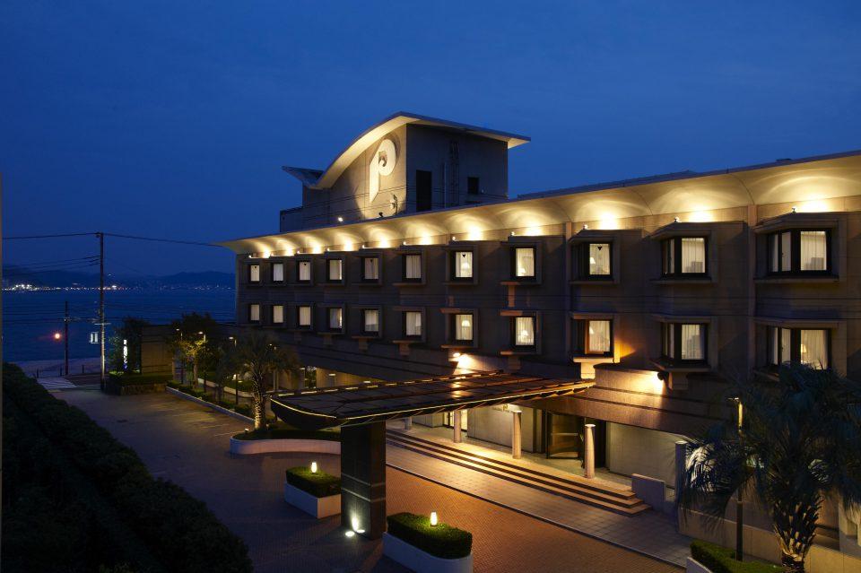 鎌倉パークホテルの夜の外観