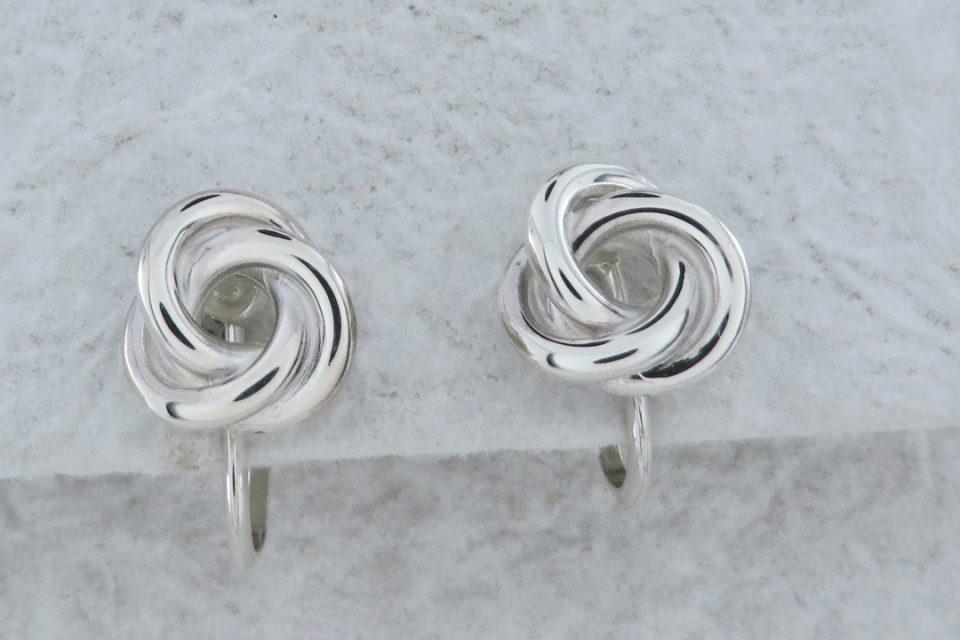 シルバーオオノの三ツ輪のデザインのイヤリング・ピアス