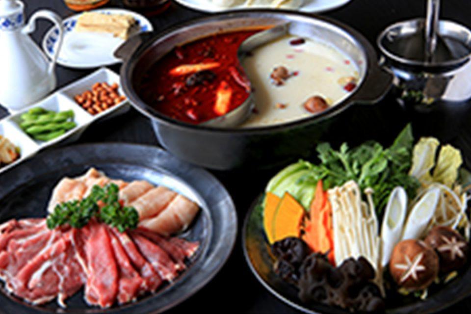 重慶飯店本館の重慶火鍋セット