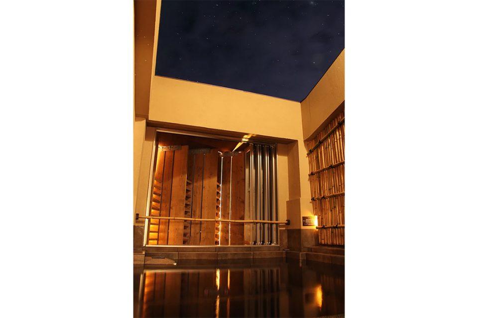 鎌倉黄金の湯稲村ヶ崎温泉の露天風呂