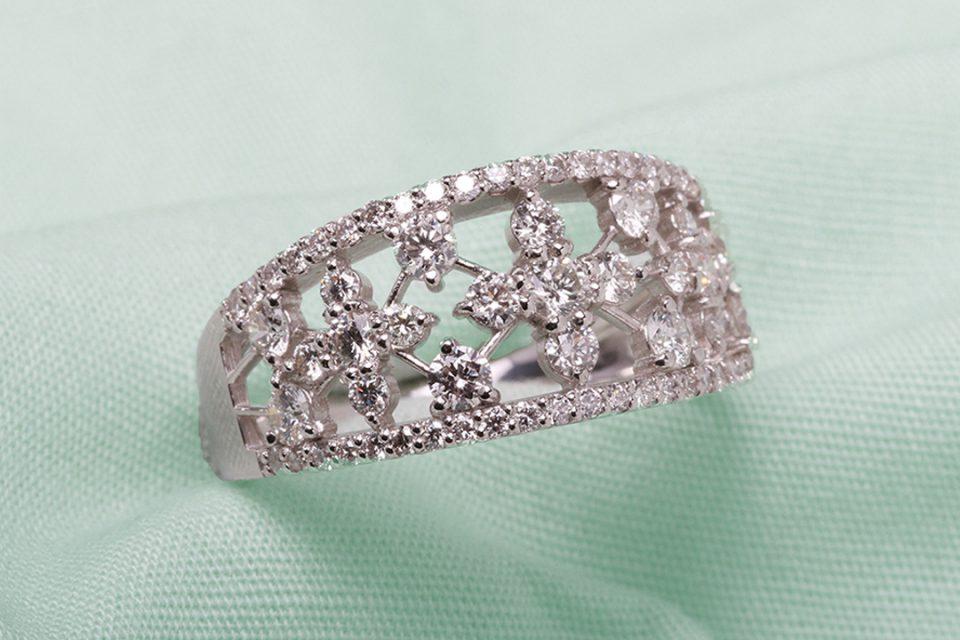 シマミネのダイヤモンドの指輪