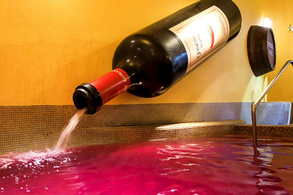 ユネッサンのワイン風呂