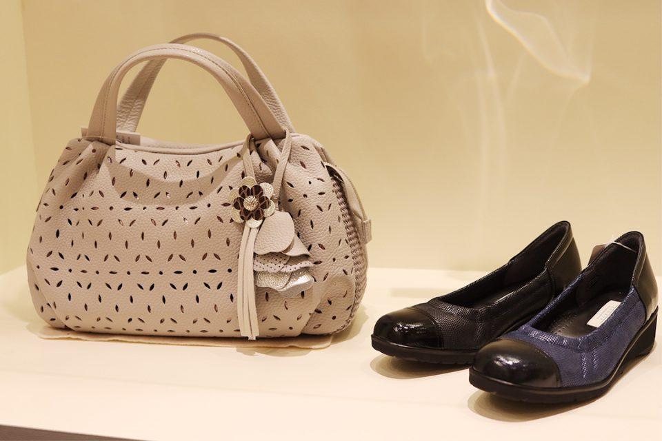 鎌倉靴コマヤ本店のレディース靴とバッグ