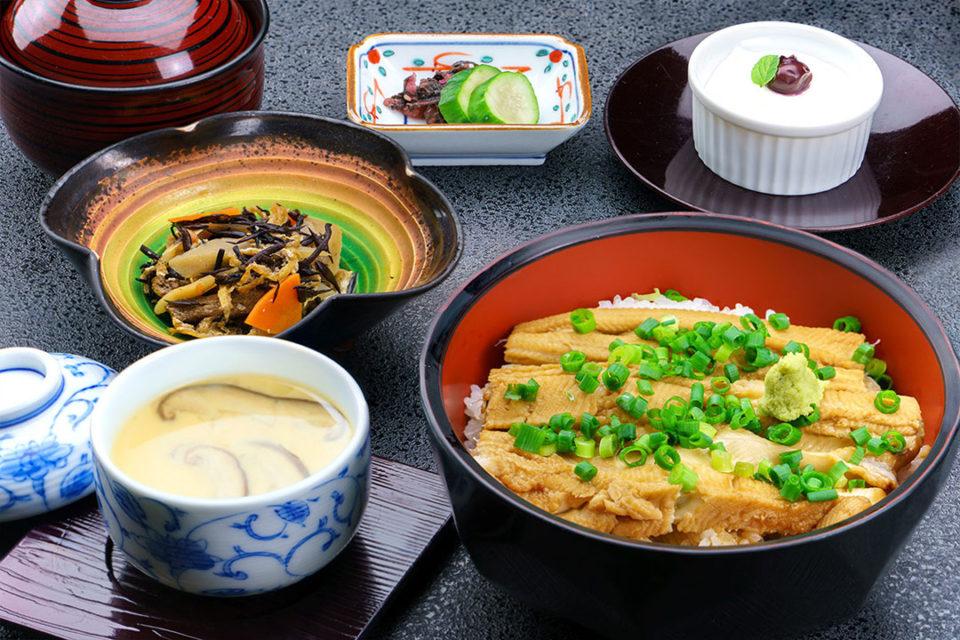 レストラン有磯の活〆煮穴子丼