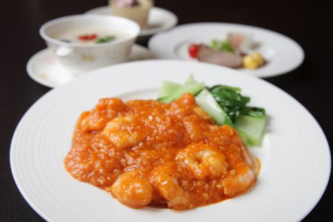 鎌倉山下飯店の海老のチリソース煮
