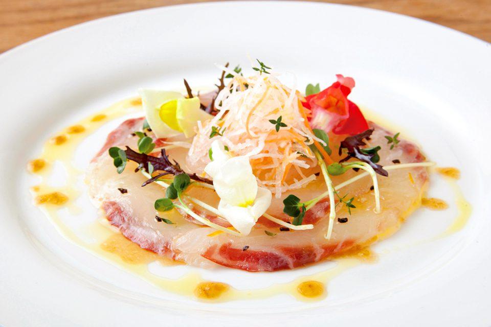 レストランメインの鯛のカルパッチョ