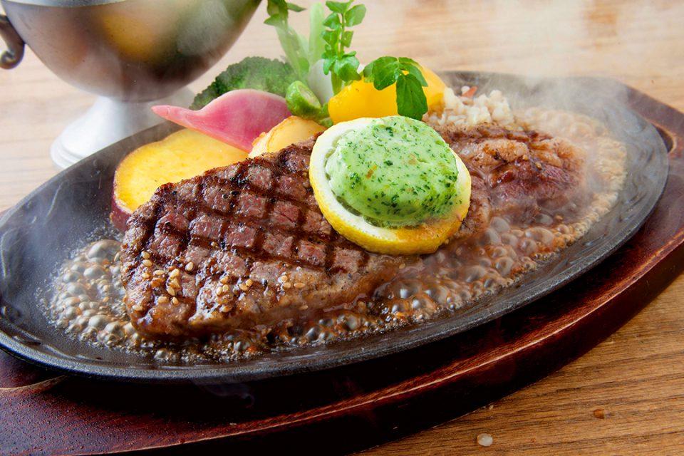 レストランメインのAUS牛サーロインステーキ