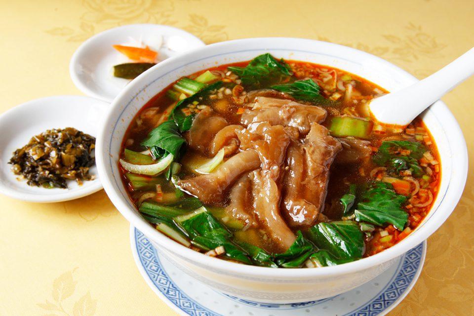 華都飯店の牛筋麺