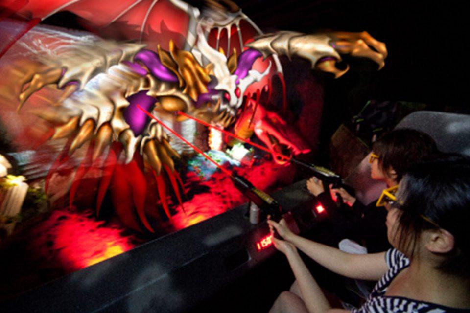 よこはまコスモワールドのシューティングライドエキドナの洞窟3D