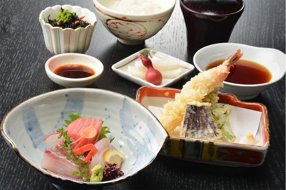鎌倉こまち市場風凛のお刺身盛り合わせと天ぷら御膳