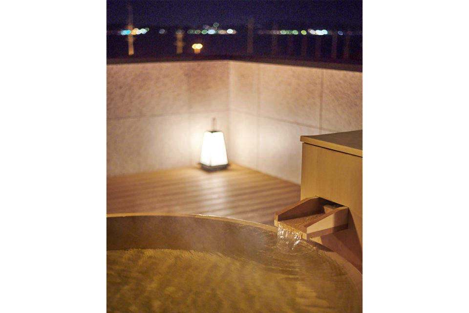 江の島ホテル_露天風呂からの夜景