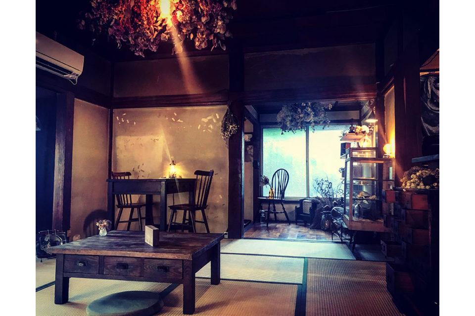 燕カフェの店内1