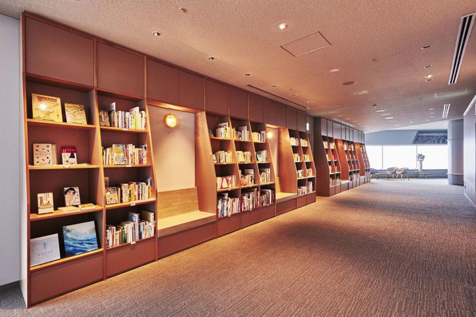こだわって選書した2,000冊以上の本と出会う「横浜・空の図書室」