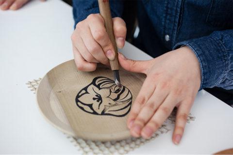 彫刻体験(丸盆)
